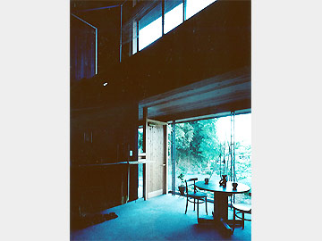 視界を通すFB柱のエントランスホール